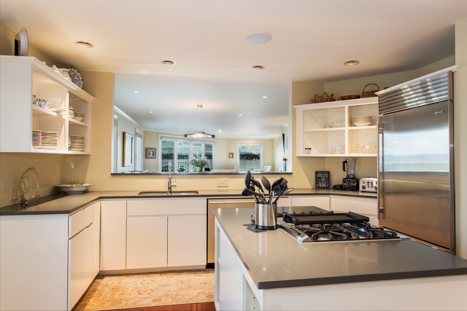 Kitchen 2_tn.jpg