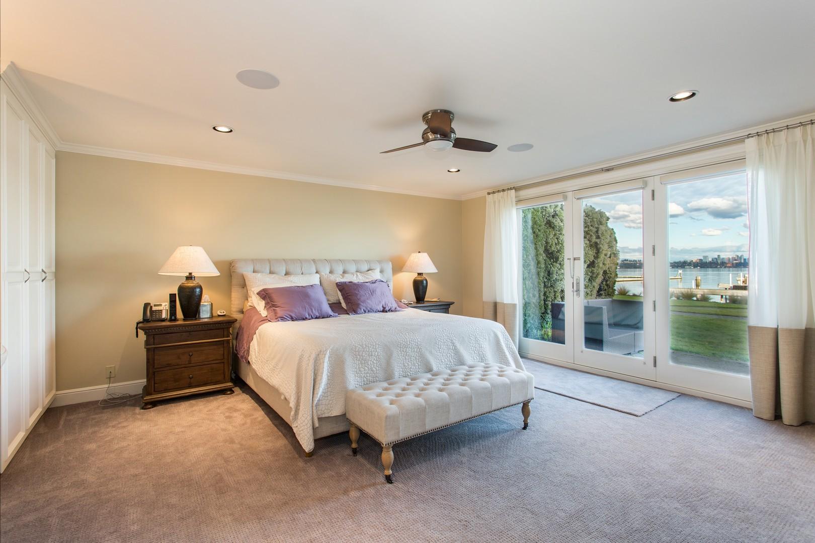 Master Bedroom 1_tn.jpg