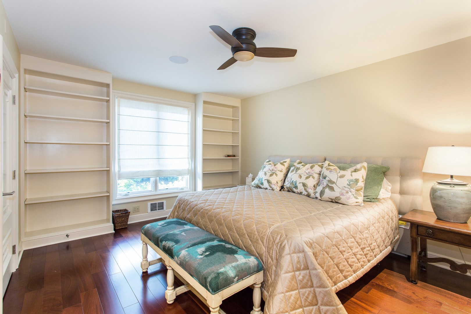 Guest Bedroom_tn.jpg