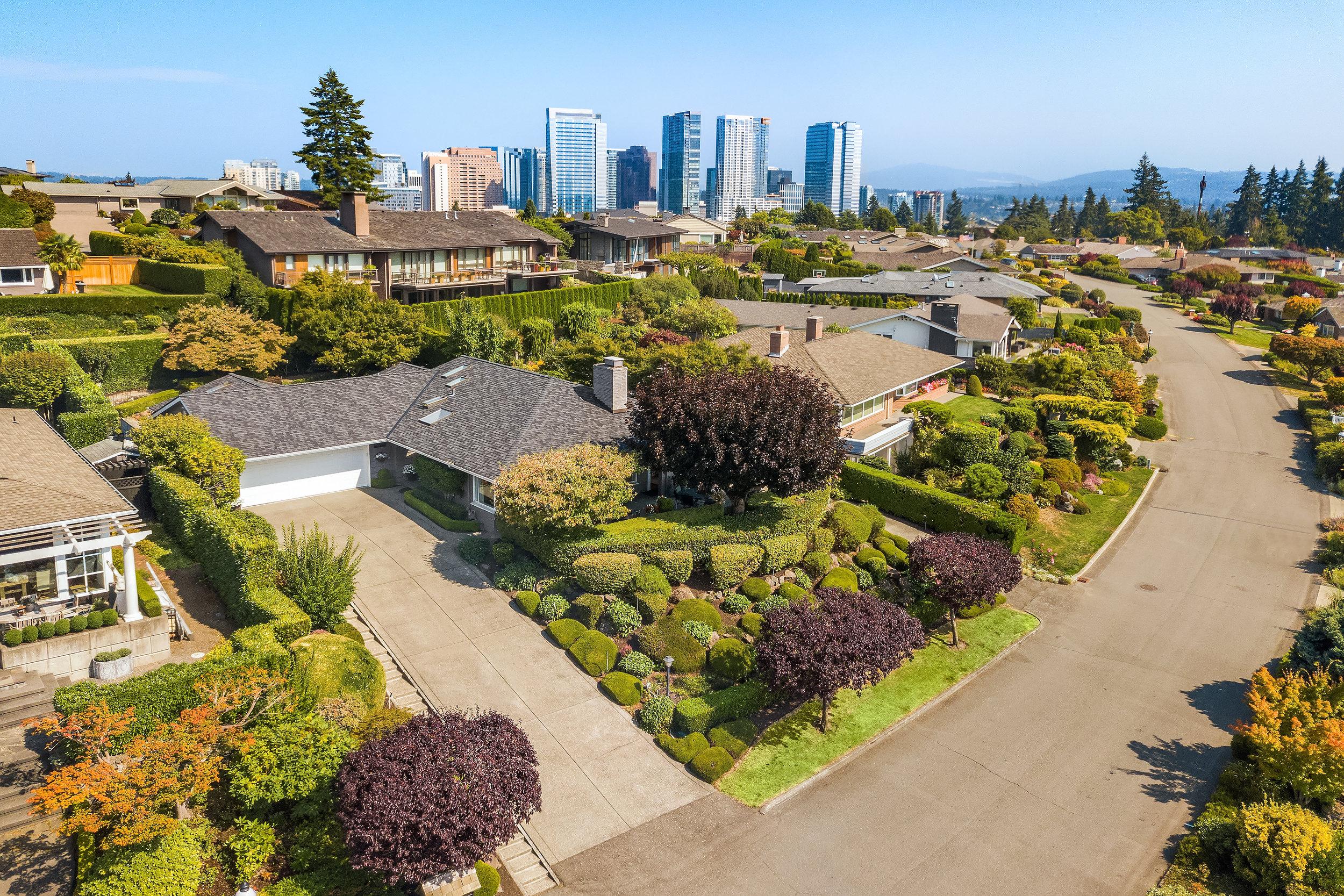$2,900,000   9406 Vineyard Crest, Bellevue