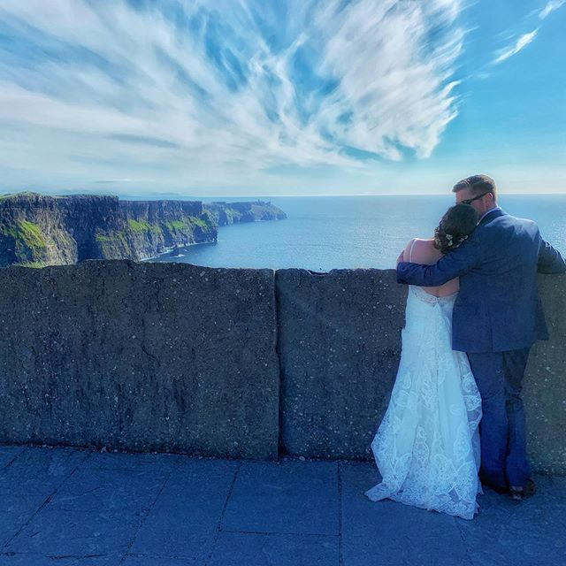 Love on the cliffs. #cliffsofmoher #ireland #irelandtravel