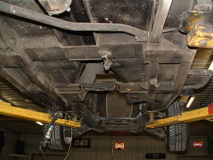 Another photo of the bottom here you see the old transmission mount