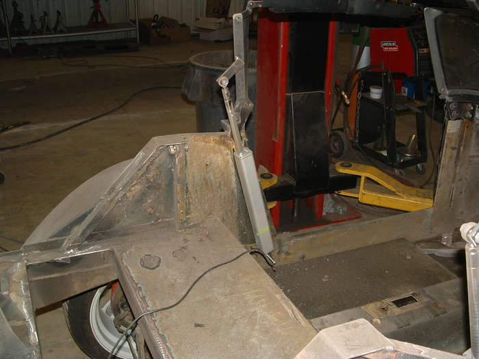 Here you see the rams in action and the modification made to the seat belt tower