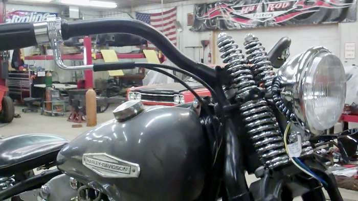 1947-harley-knucklehead-bobber-hot-rod031813053033VID01951.jpg