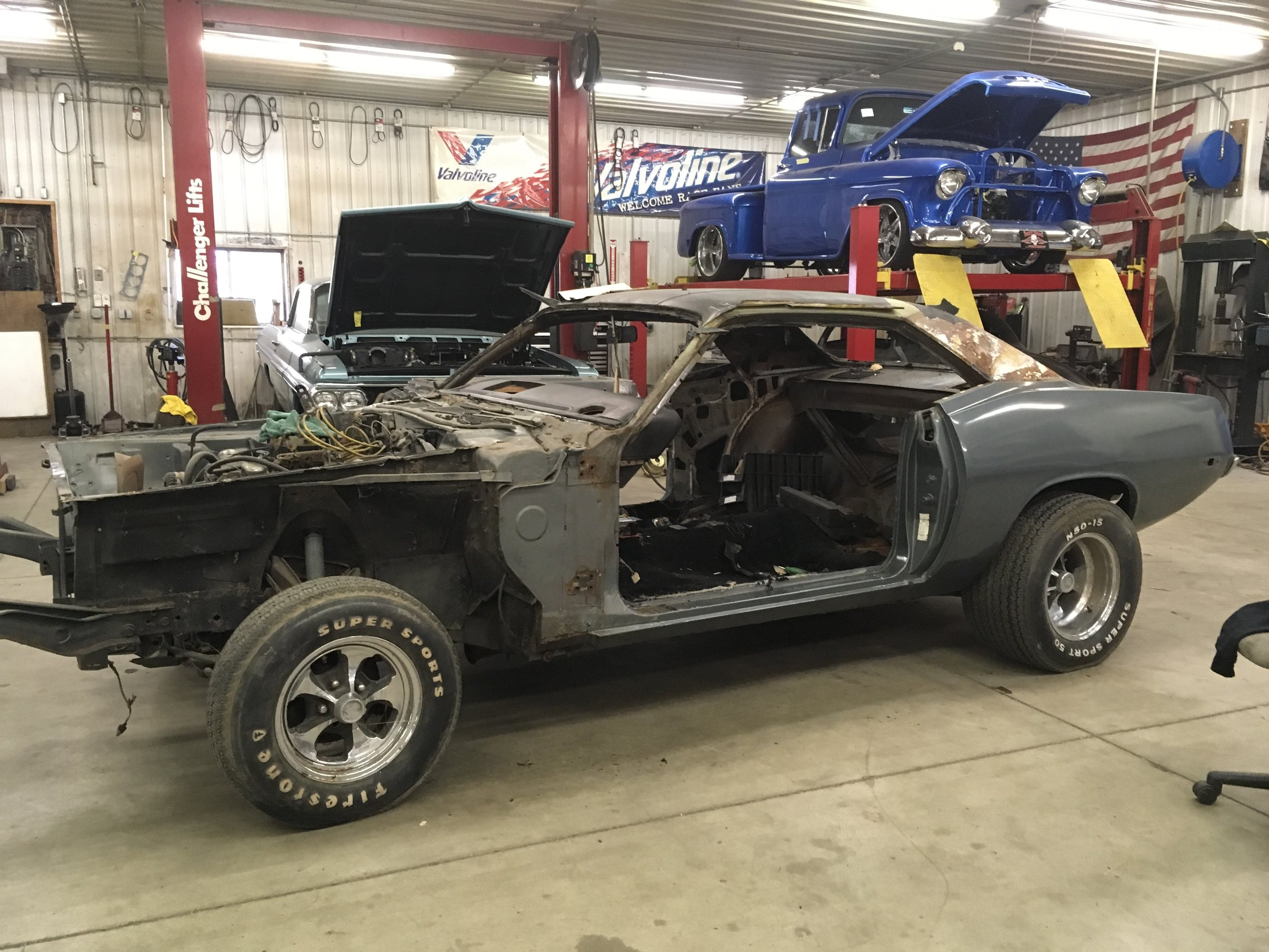 minneapolis-hot-rod-factory-car-restoration-73-barracuda.jpg