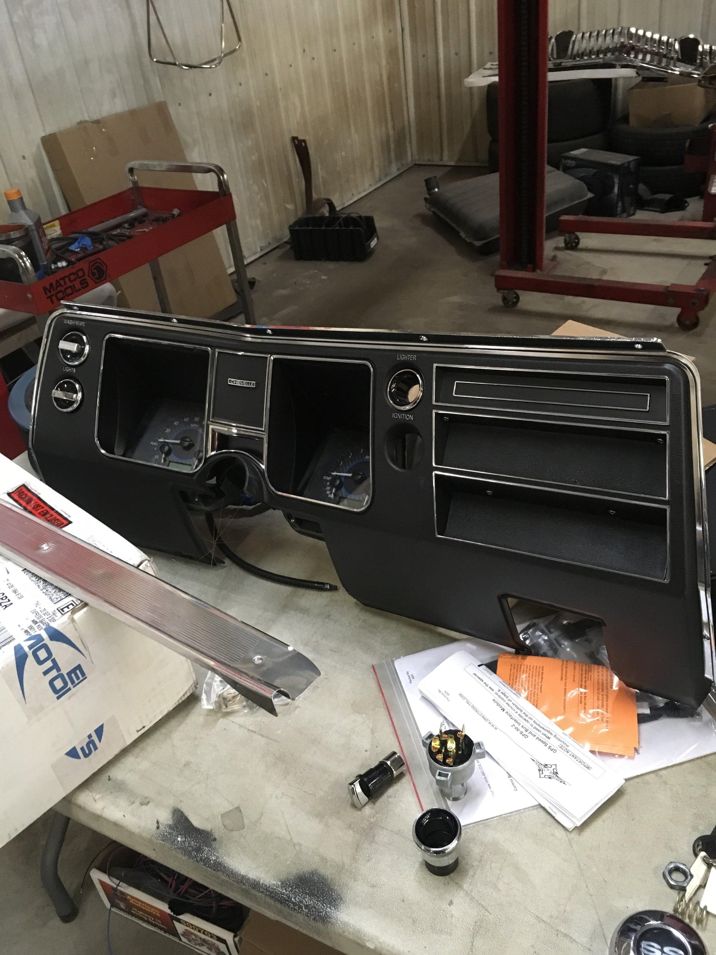 1968-chevelle-yenko-minneapolis-hot-rod-factory-car-restoration-dashboard.jpg
