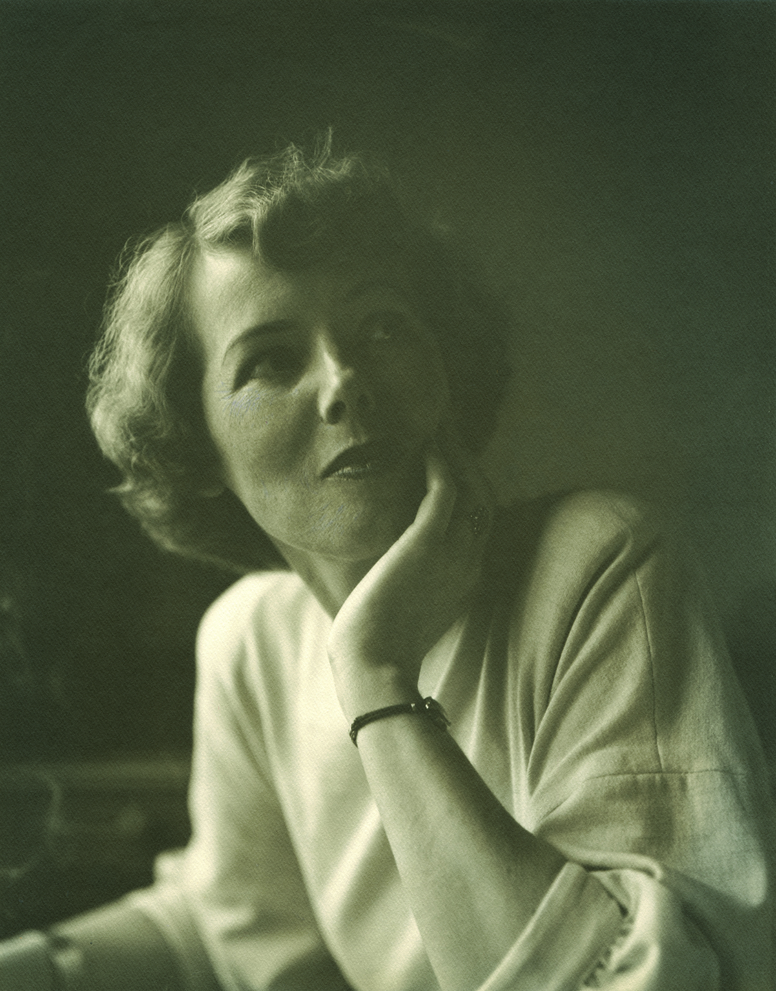 Helen Lundeberg, photo by Robert Bruce Inverarity, Robert Bruce Inverarity papers, Archives of American Art / Smithsonian Institution