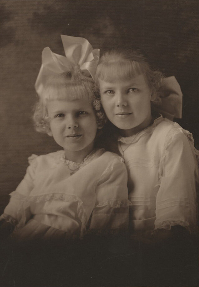 Lundeberg (right) with her younger sister, Inez, 1916