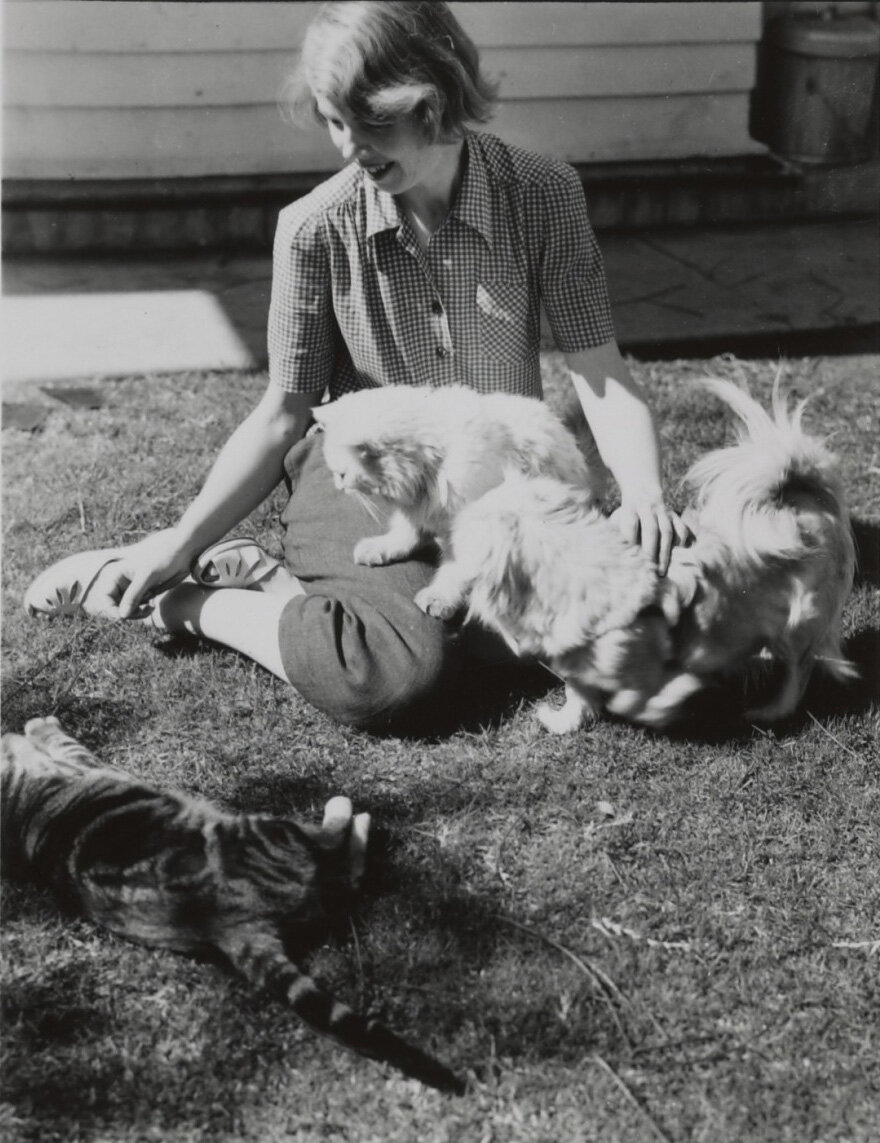 Lundeberg with pet cats, 1950.