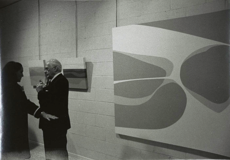 Lorser Feitelson in front of Lundeberg's work at David Stuart Gallery, 1971