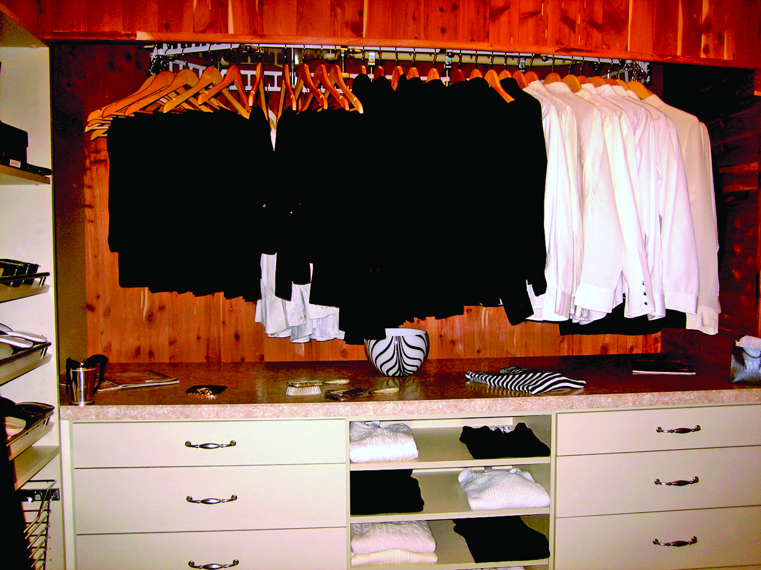 Luxe Wardrobe Automation Ceiling-Mounted Conveyor