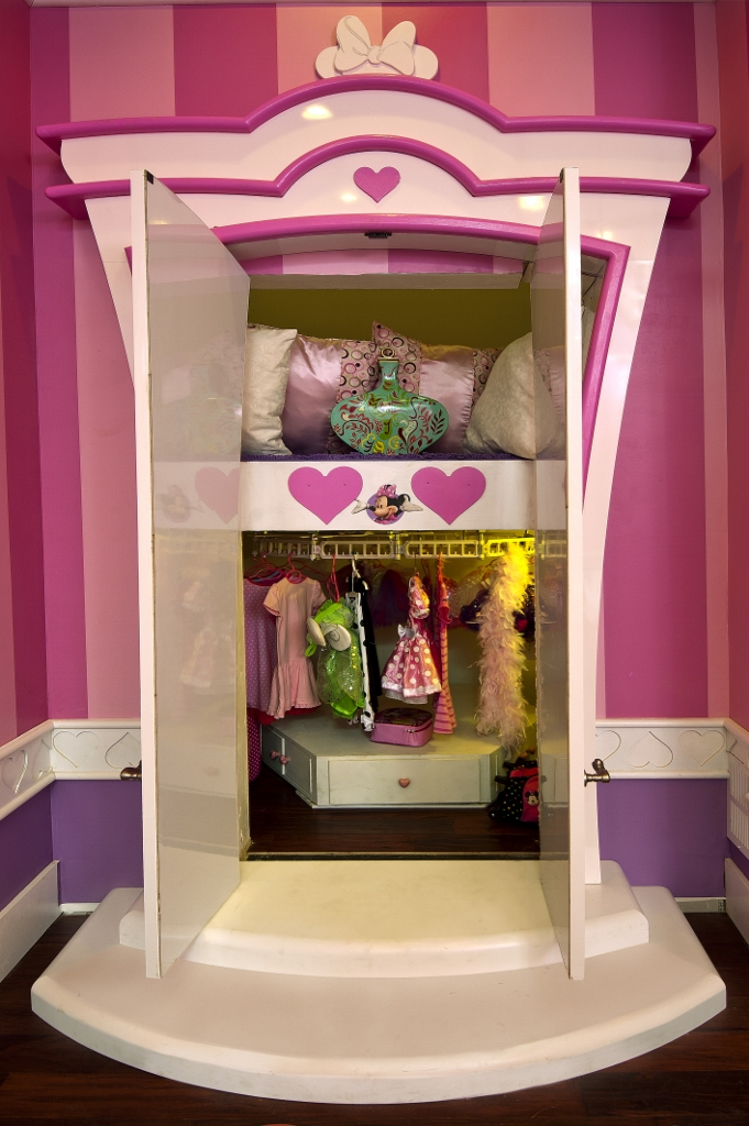 Luxe Wardrobe Automation Single Tier Conveyor in Child's Closet