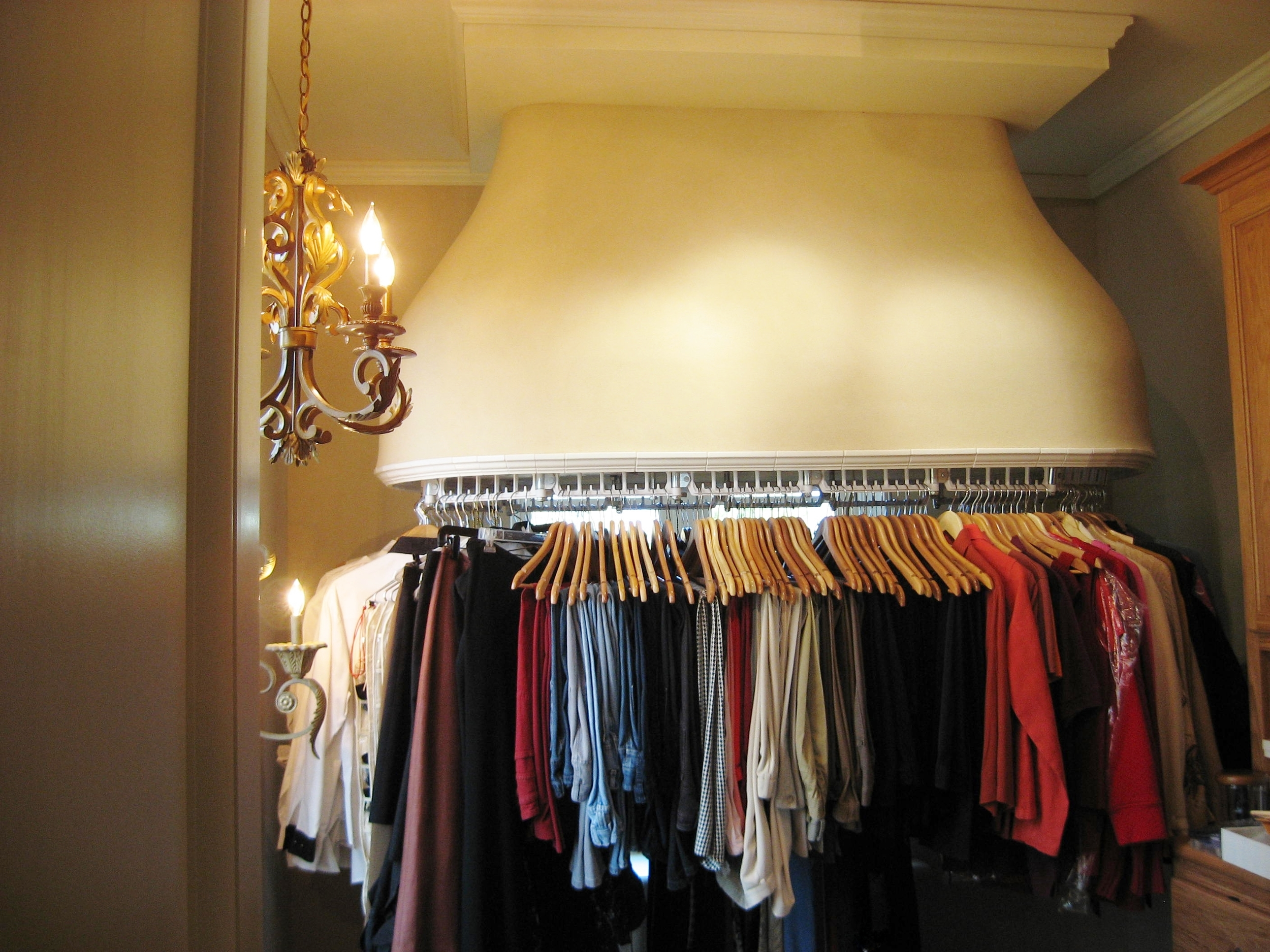 Luxe Wardrobe Automation Single Tier Closet Conveyor with Custom Ceiling Mount