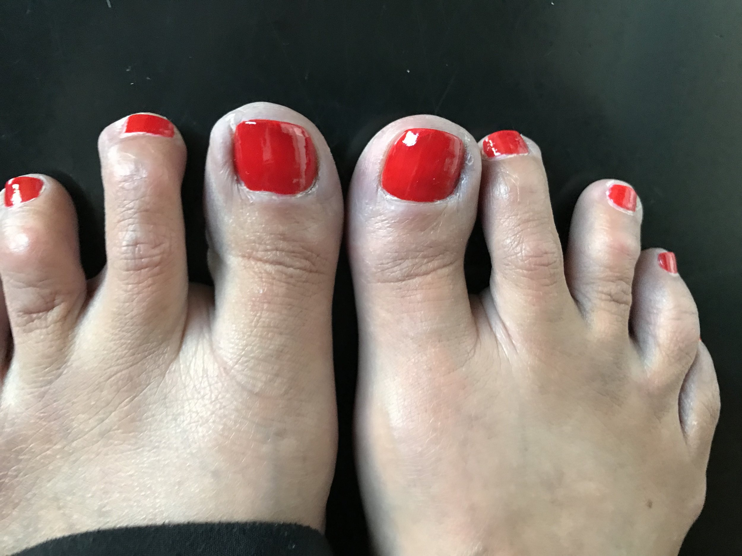 RED TOES.png