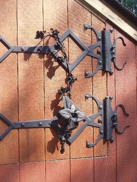 This is the right side hinge with six roses and two orchids.