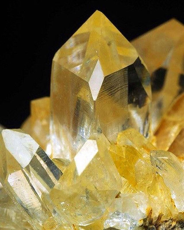 💎Stone of the week💎💛 Yellow Crystals are connected to the sacral and solar plexus chakras, help enhance your willpower, sexuality, and emotions. Yellow Crystals will bring in more energy and make you feel more enthusiastic  about life. They will also fill you with exhilaration for the little things. With the guidance of Yellow Crystals, you will realize that your willpower is stronger, and your ability to stick to your own ideas and opinions has also improved.