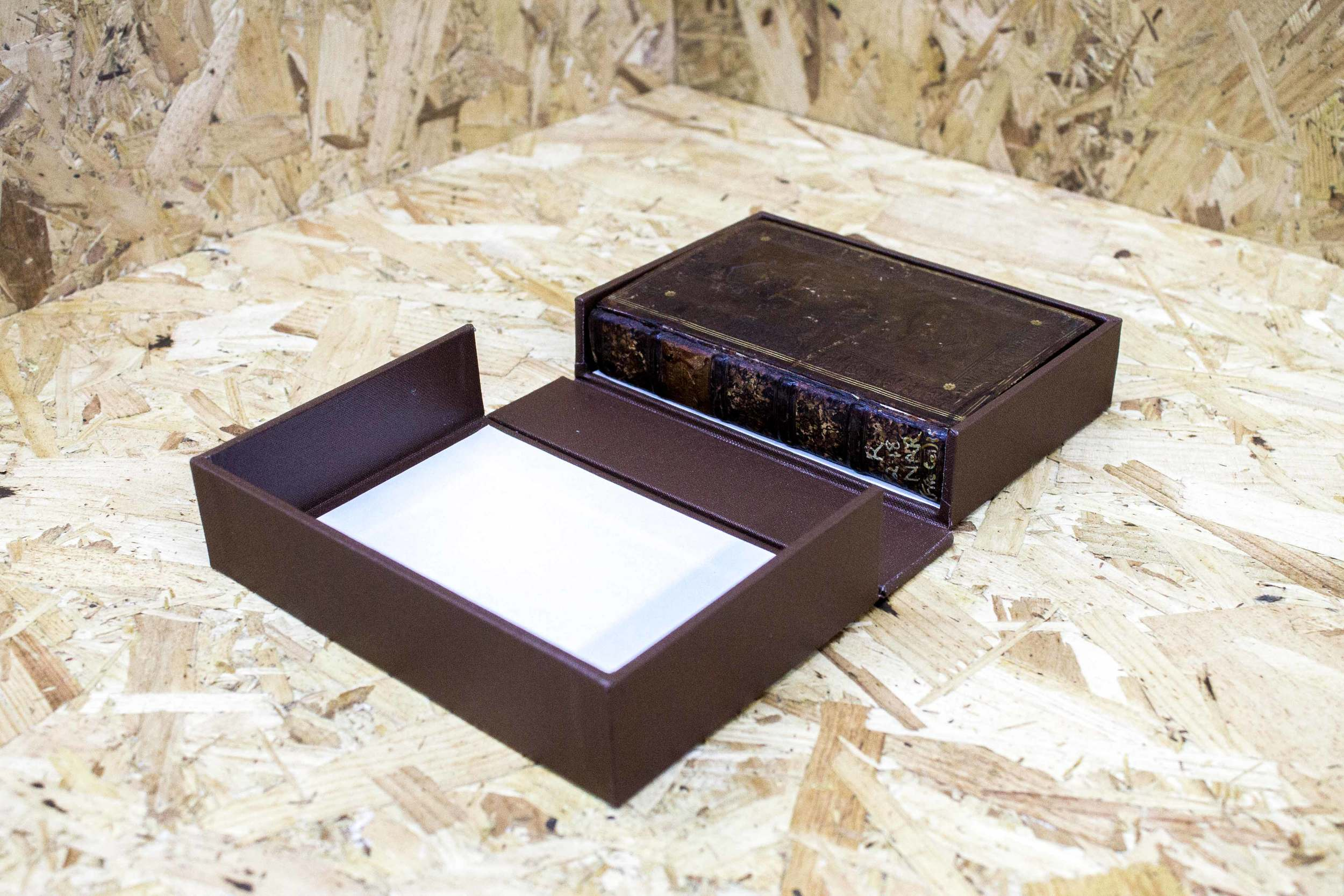 Archival box - drop down spine box