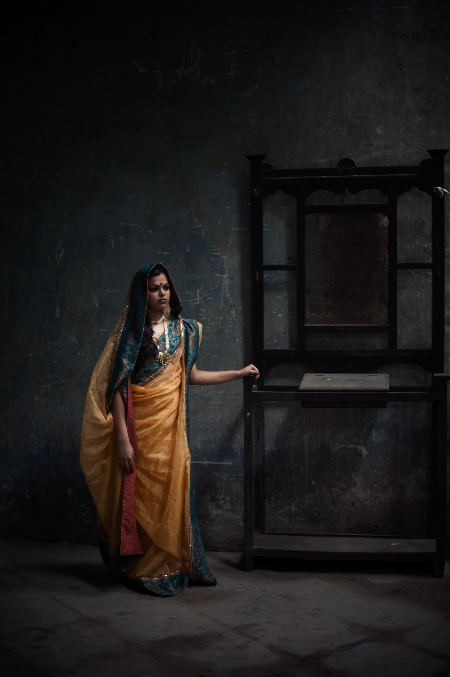 14_Chhandak Pradhan-fashion-Ruins and a Requiem-vintage_feudal_Indian_royal_portrait.jpg