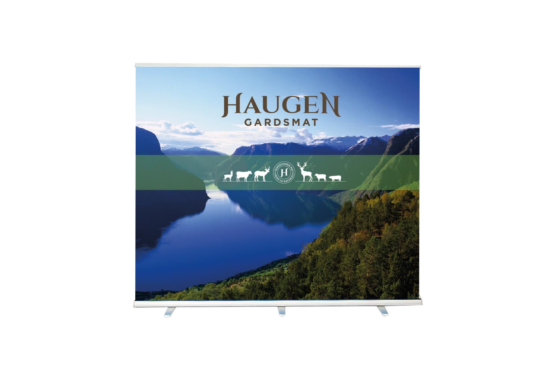 Messevegg - Haugen Gardsmat deltek jevnleg på Bondens Markeds og liknande arrangement der det er viktig å bli lagt merke til - og vi utvikla denne enkle messeveggen.
