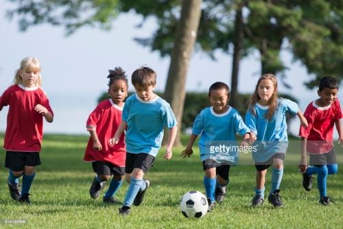 UNGE HÅPEFULLE. Kanskje noen av disse drømmer om å bli morgendagens City-stjerner? Bildet er hentet fra Getty Images sine hjemmesider:https://www.gettyimages.no/detail/photo/little-boy-kicking-a-soccer-ball-royalty-free-image/514165636?esource=SEO_GIS_CDN_Redirect