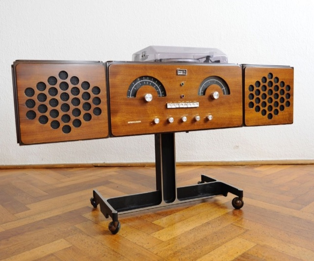 A serviced 60s Vintage Brionvega RR 126 FO ST Design Record Player Turntable Radio. Designed in 1965 by Achille & Pier Giacomo Castiglioni, for approx: $ 5,000.-