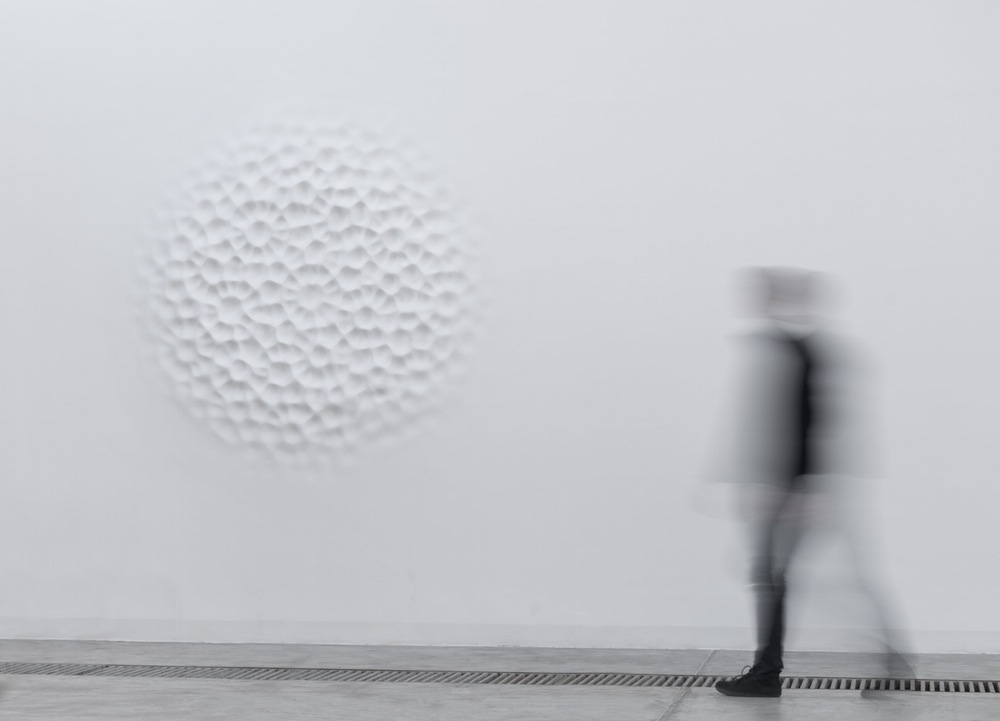 Cecchini , Wallvave vibration (anatomy of a diagram), 2012 poliester resin, wall paint,diameter 220 cm installation view Galleria Continua, Beijing, China