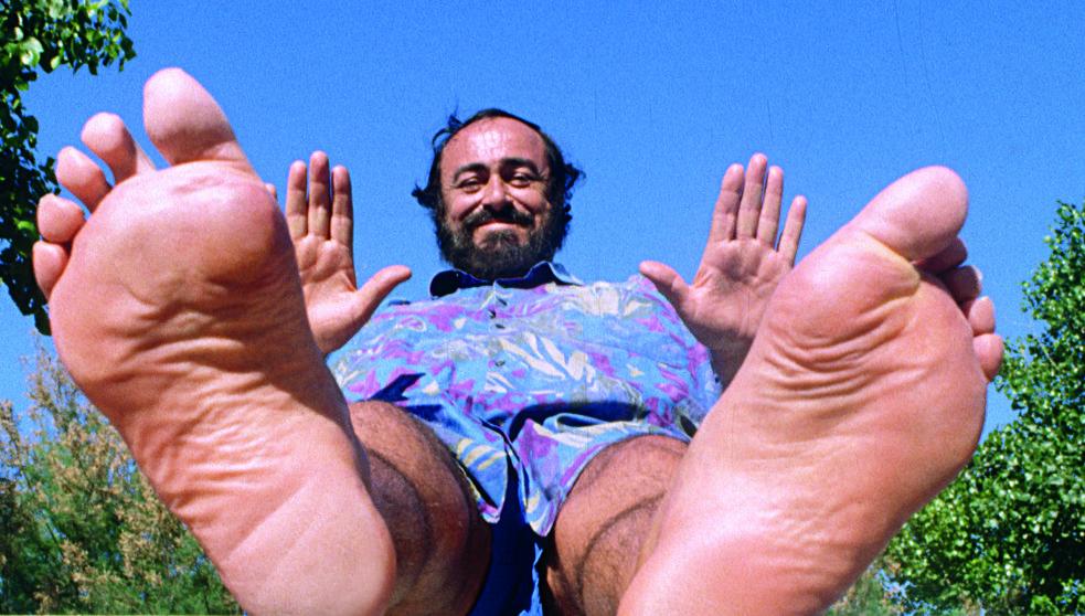 Luciano Pavarotti: genial tenor y hombre cachondo.  Fuente aquí .