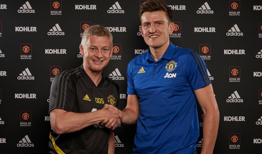 Manchester United manager Ole Gunnar Solskjær with Harry Maguire. (Photo credit: Getty)