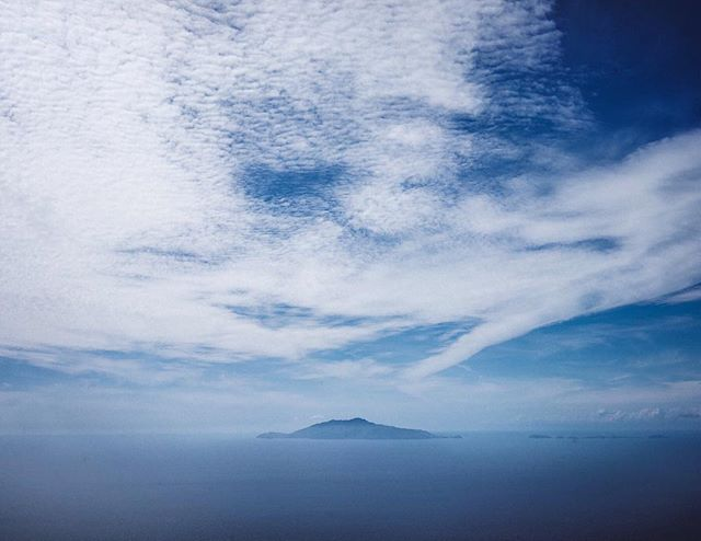 Lunch on top of the world. | Anacapri, Italy | #theluxebook