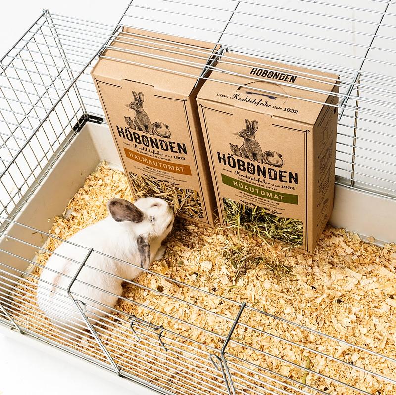 Höatomaten & Halmautomaten ger smart utfodring och aktivitet till ditt älsklingsdjur.