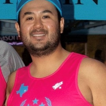 Steven Diaz (Guide) - Born and raised in the Houston area, I studied finance at Texas A&M University. After graduation I worked in New York City before moving back to Houston to continue my career in real estate development and investments. Since moving back, I've found a passion for triathlons and finished Ironman Texas in 2017 and 2019. I've has been volunteering with Catapult since 2017 and have guided athletes in various races including two Aramco Half Marathons and two Texas Independence Relays!