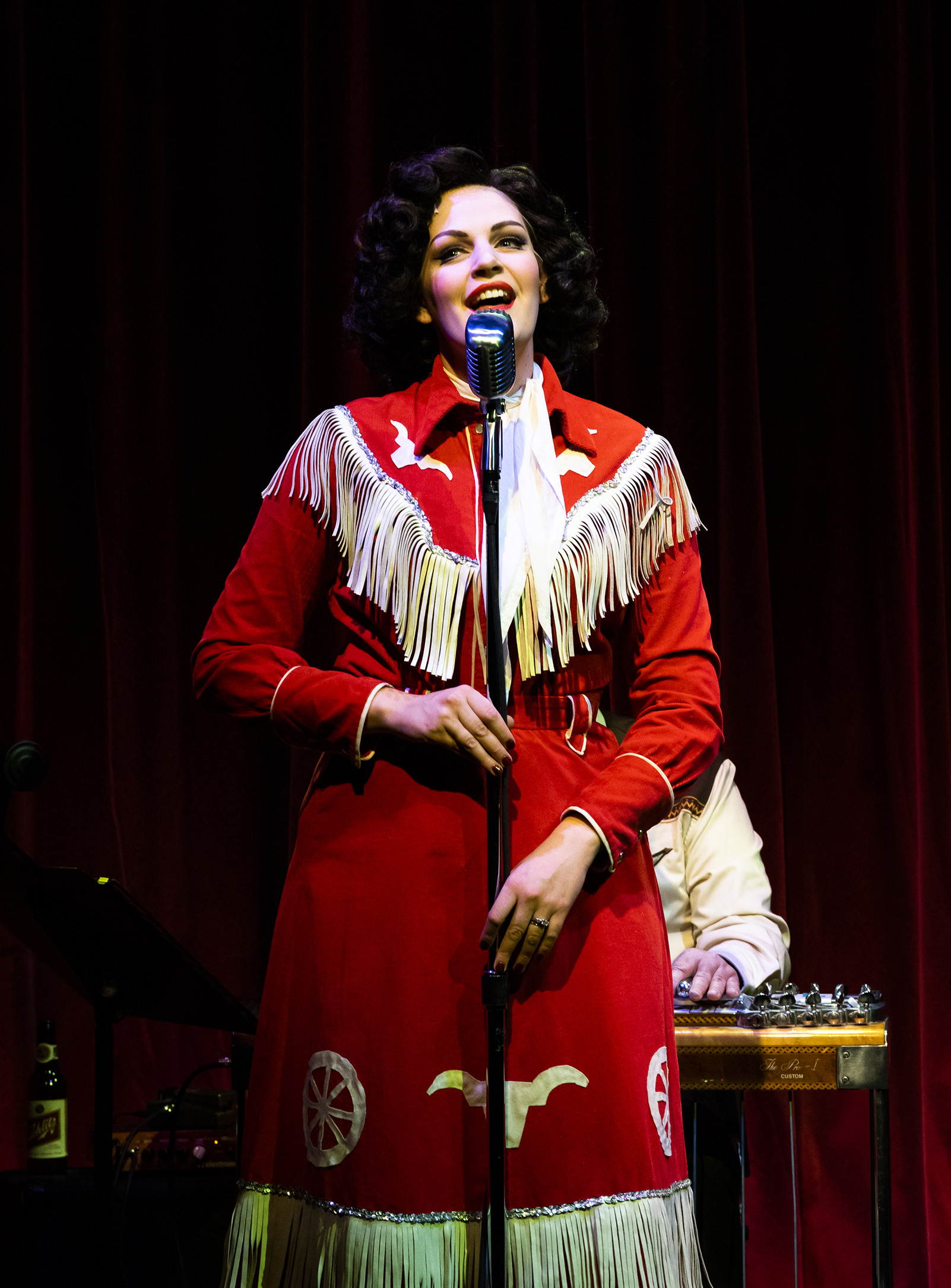 Always… Patsy Cline  at Taproot Theatre. Photo by Robert Wade
