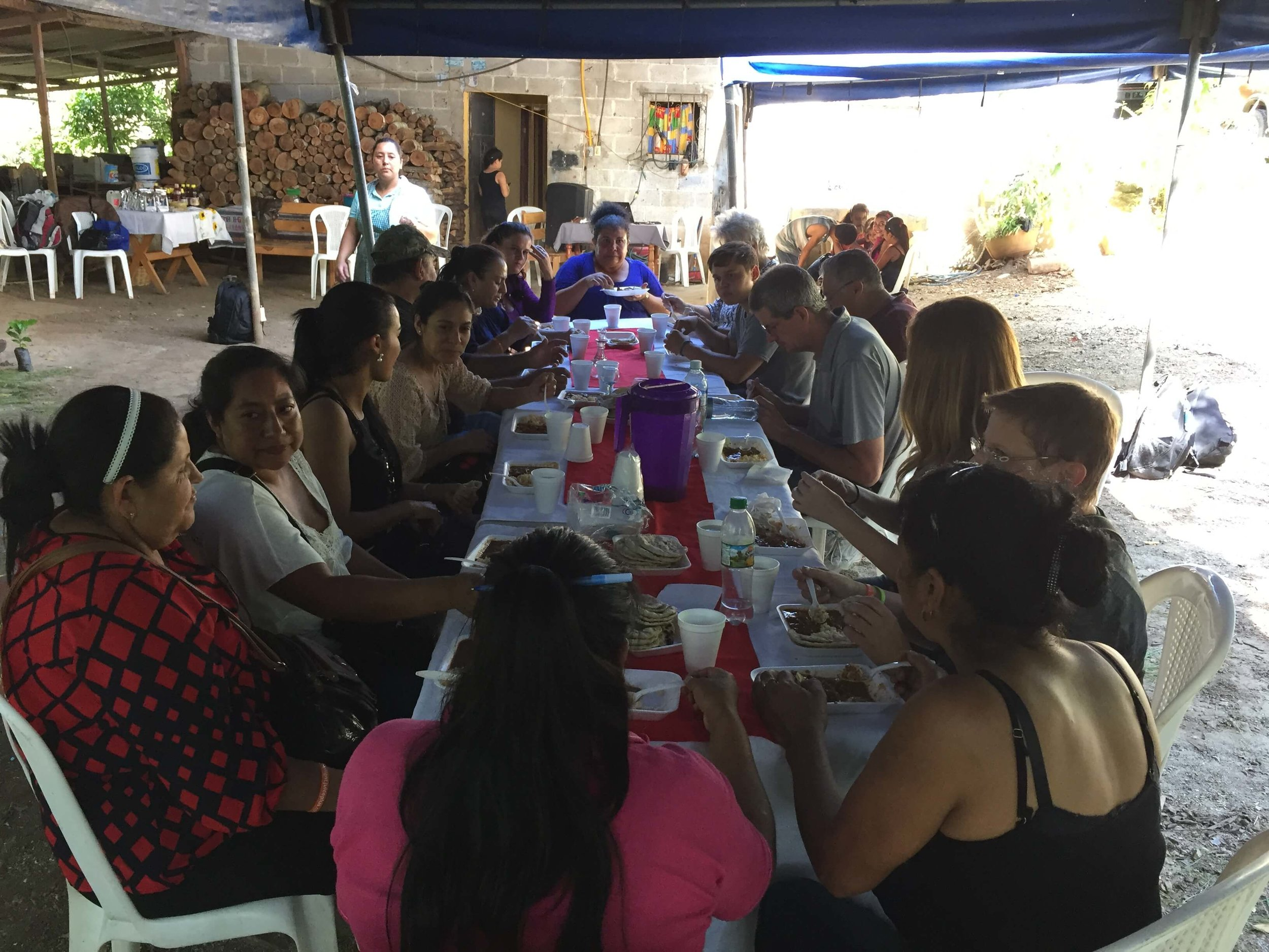 The group in San Jose Acatempa eating together