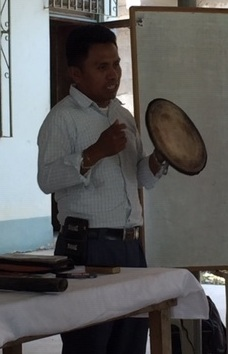 In our training we always talk about laying down our shields and our weapons to be open hearted with God and others. This pastor shares the concept in the Kekchi language on the second day with the pastors who were hearing the concept for the first time.