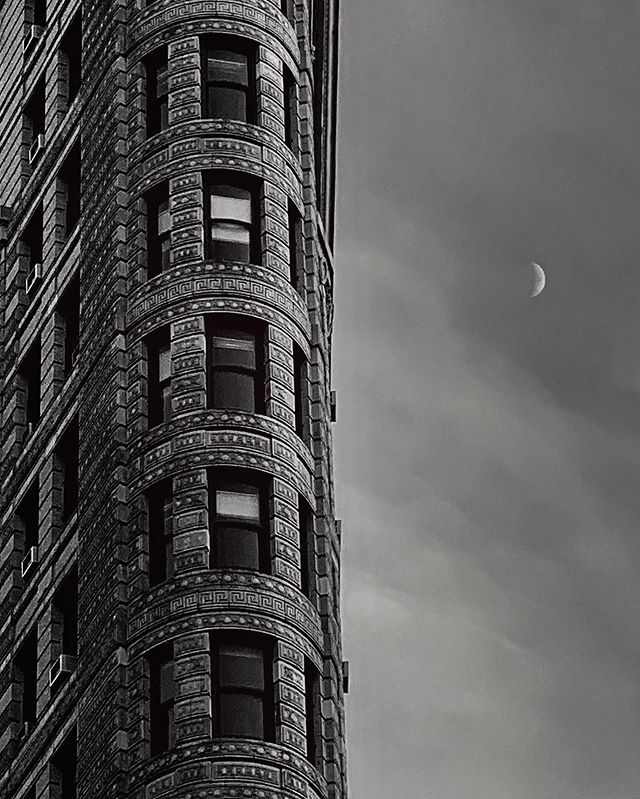 Hello old friend #architecture #flatironbuilding #moon #framing #iphone #shotoniphone