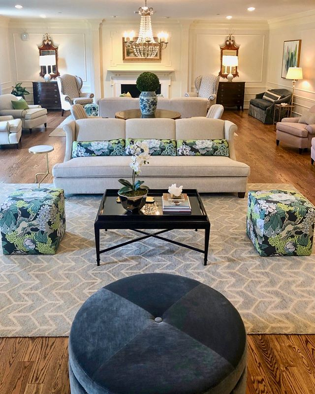 Living Room Love! #courtneycunninghamdesign #courtneycutchallcunningham #universityofoklahoma #ou #pibetaphi #oupiphi #oupibetaphi #livingroom #sorority #college #interior #interiordesign #classicdesign #beautiful #pretty #campuslife #florals #lavendar #green #designinspration #interior123 #insta #instadesign #instadaily #insta #designlove #customdesign #livingroomdecorating #yes #lovely #sarakay_art