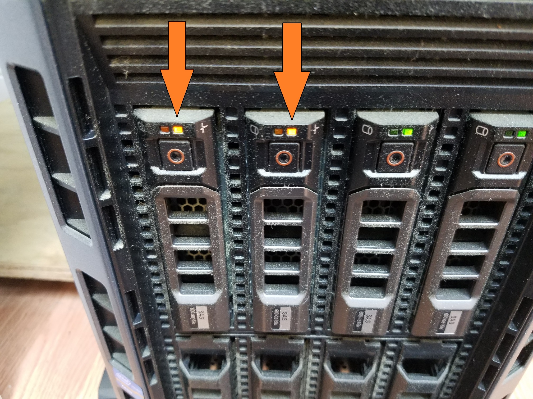 Dell server - Hard drive warning LED