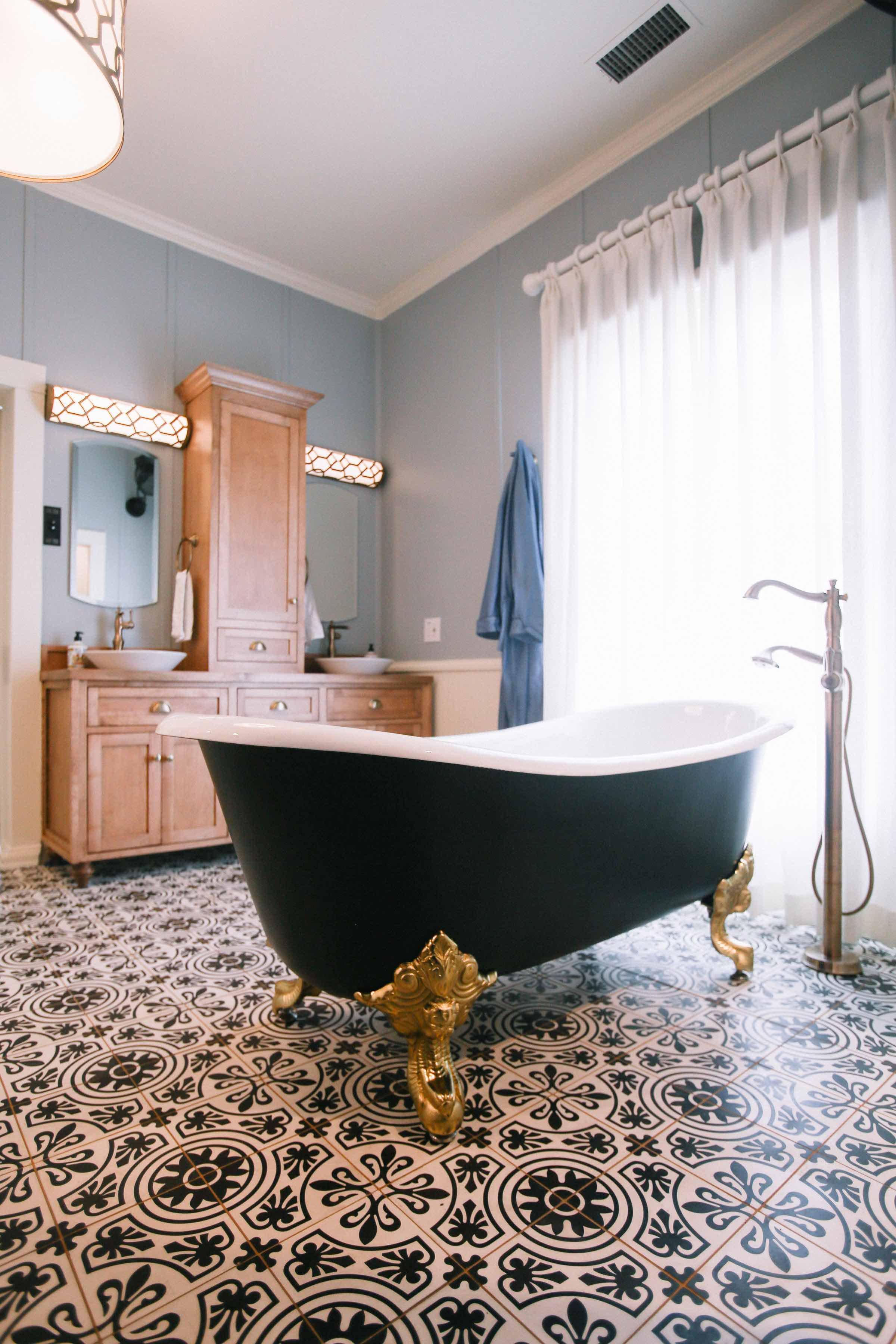Bathroom-remodel-with-clawfoot-tub.jpg