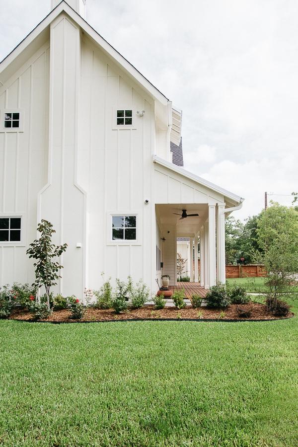 modern-farmhouse-exterior-mckinney.jpg