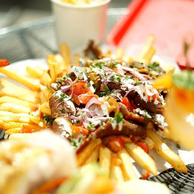 Everybody! How good do these @gyrokingirvine fries l👀k! Well, they taste EVEN BETTER📷@christopherabouabdo🍟#GyroKing #TRADEIrvine #EveryDayisFRYDay