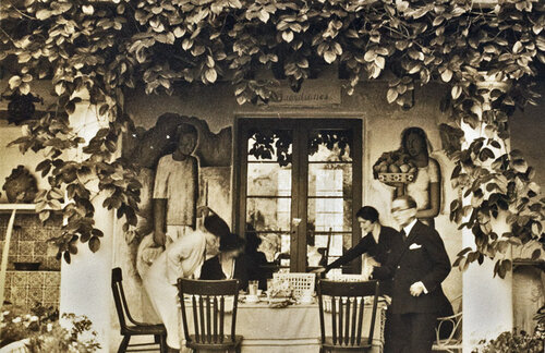 Ramos Martinez and wife, Maria Sodi de Ramos Martinez with unidentified guests in front of  Los Guardianes , 1934.