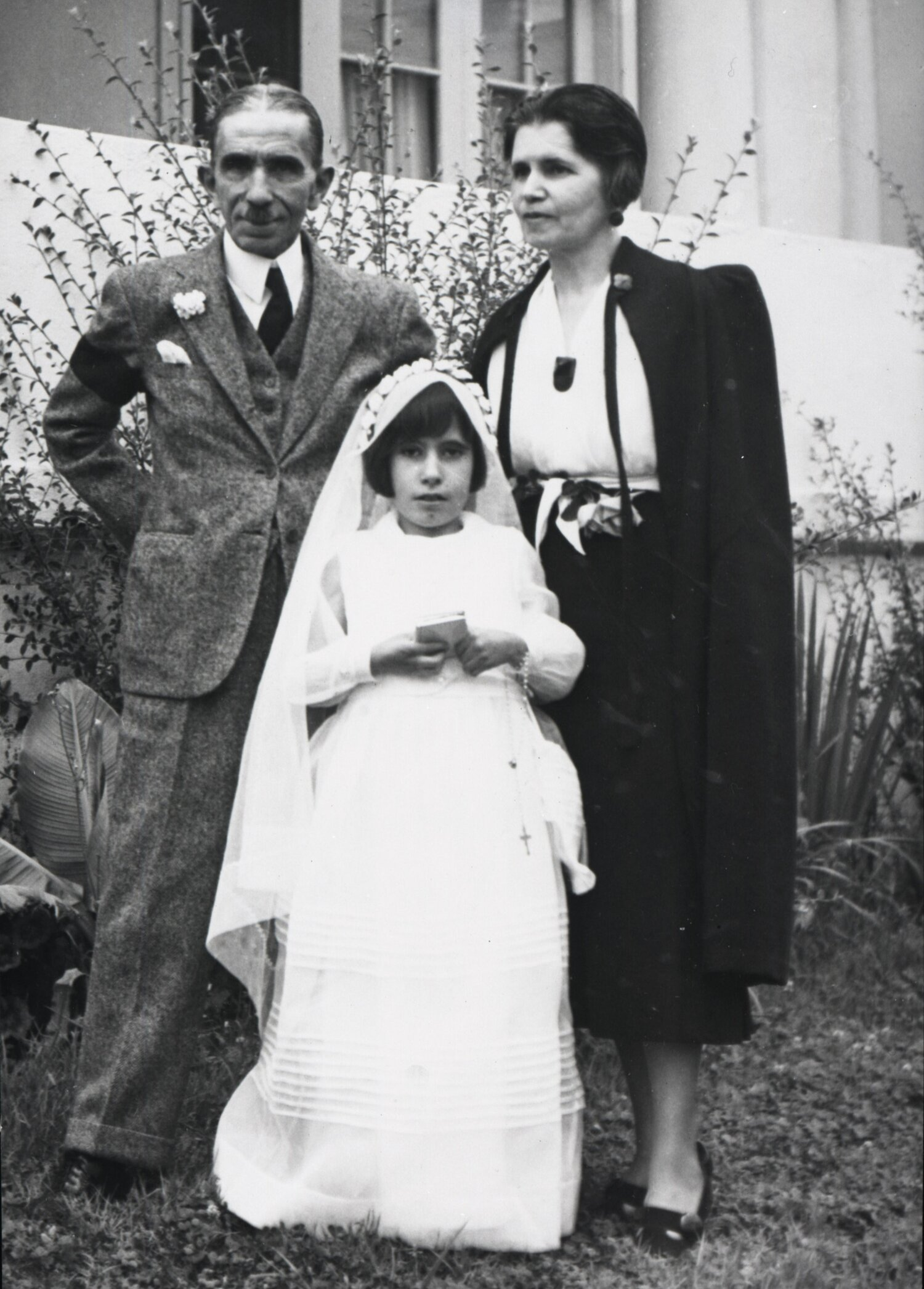 Alfredo Ramos Martinez with his wife, Maria Sodi de Ramos Martinez, and daughter, Maria.