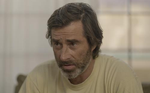 Tim O'Leary as Barrett
