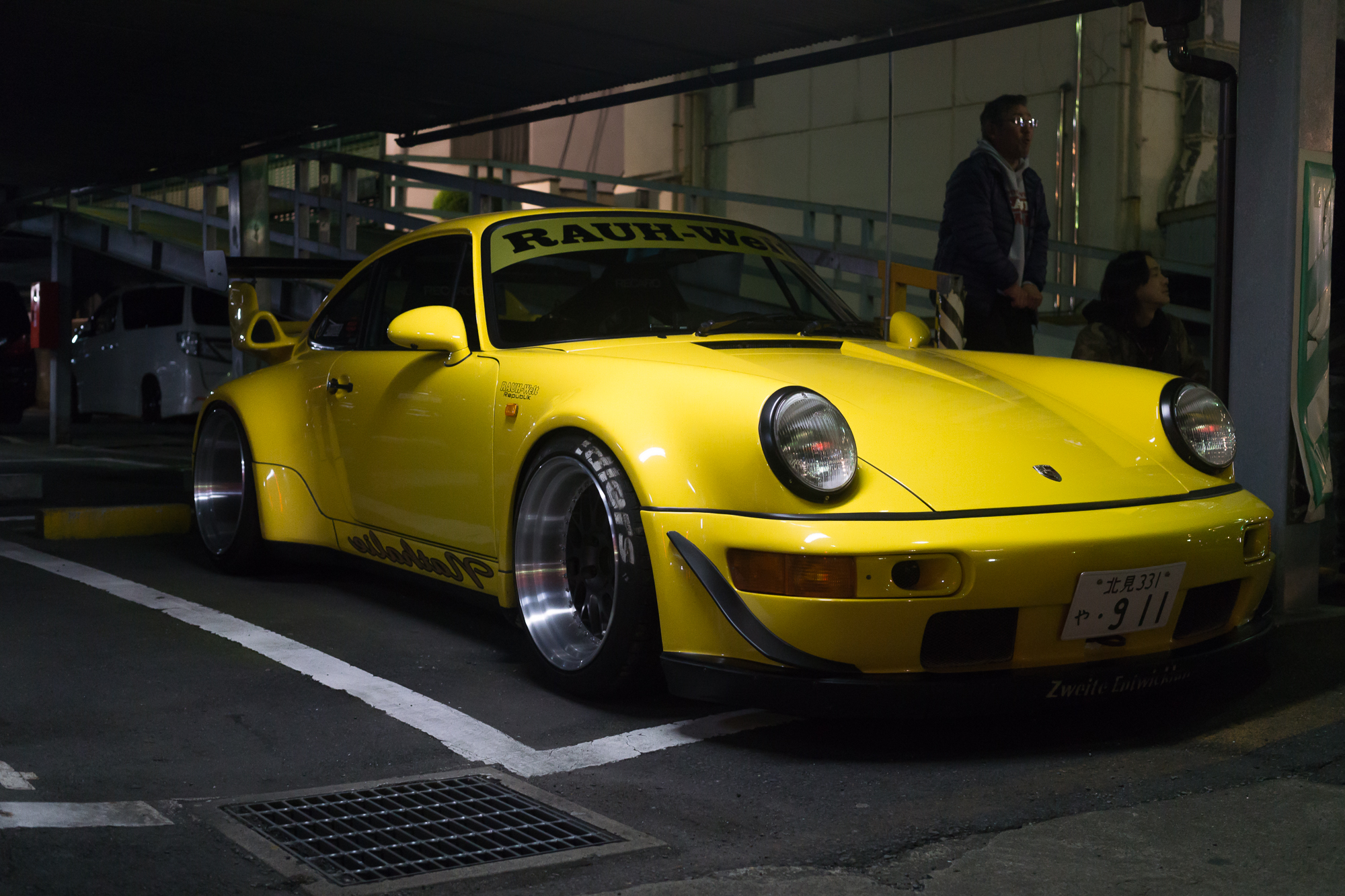 Raugh Welt Begriff modified Car