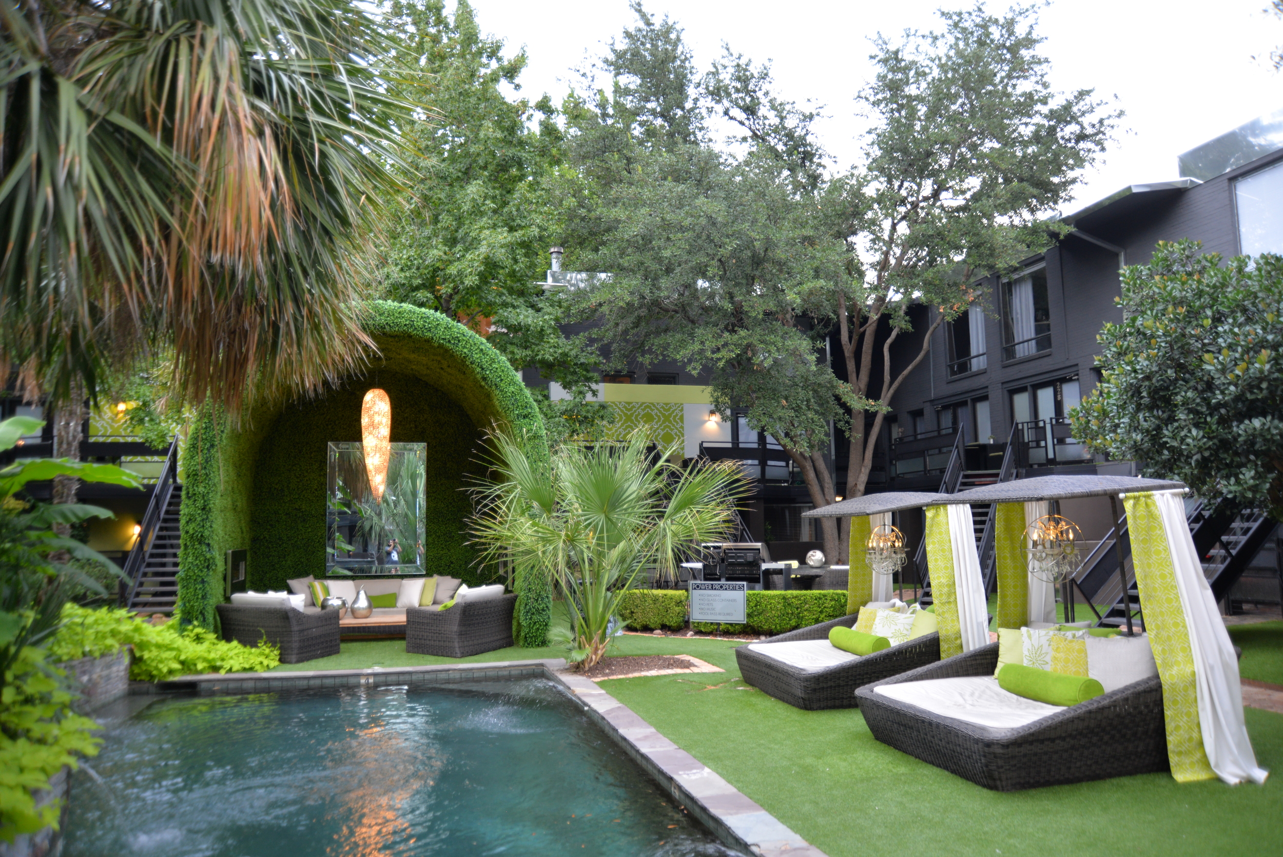 Fox Trott Courtyard ./