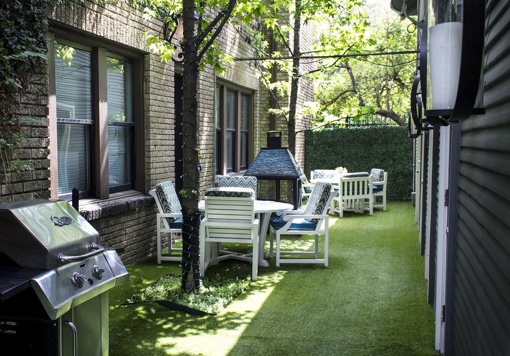 4903 Worth - SPANISH VILLAS 1 Courtyard Day.jpg