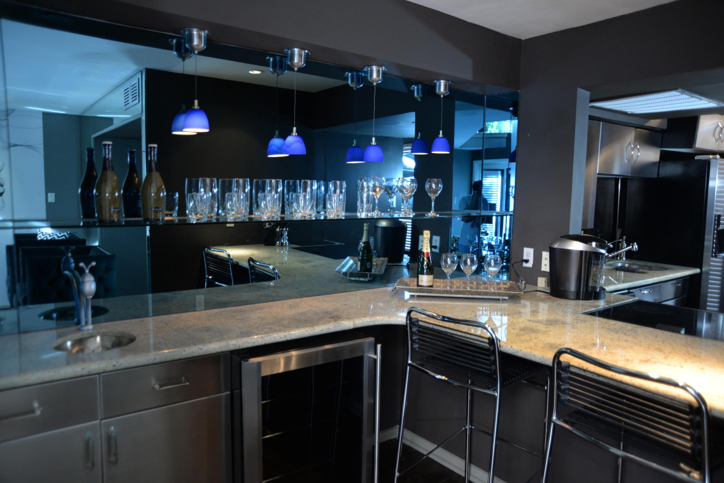6011 13-032 (CONGA 1 - 1.5) Kitchen Bar.JPG