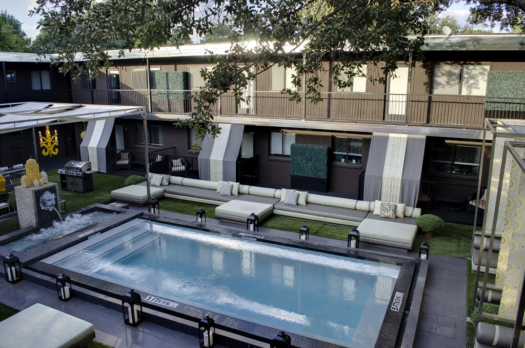 5601 Gaston - LONDON Courtyard  pool.jpg