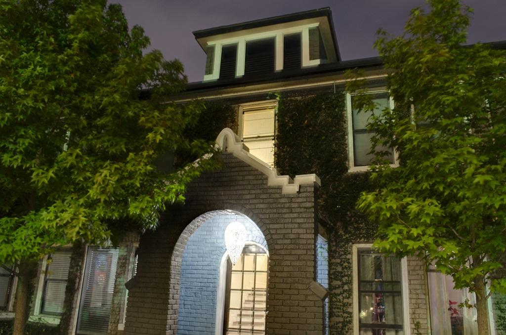 4417 Courtyard night 1.jpg