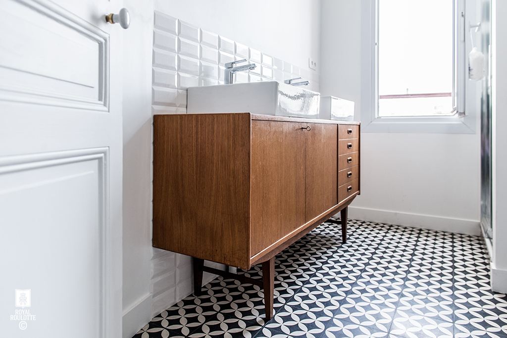 Gorgeous.  And, I want that tiled floor! And those beveled subway tiles!  from  Royal Roulotte
